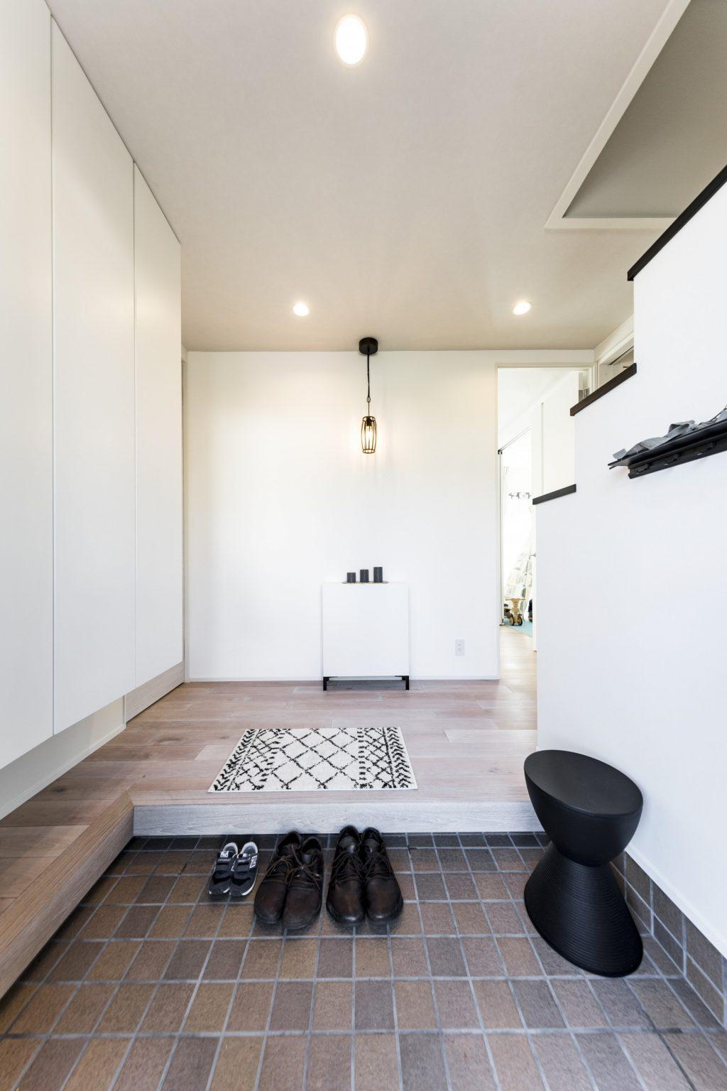 岐阜市A様邸のリノベーション事例の清潔感ある玄関