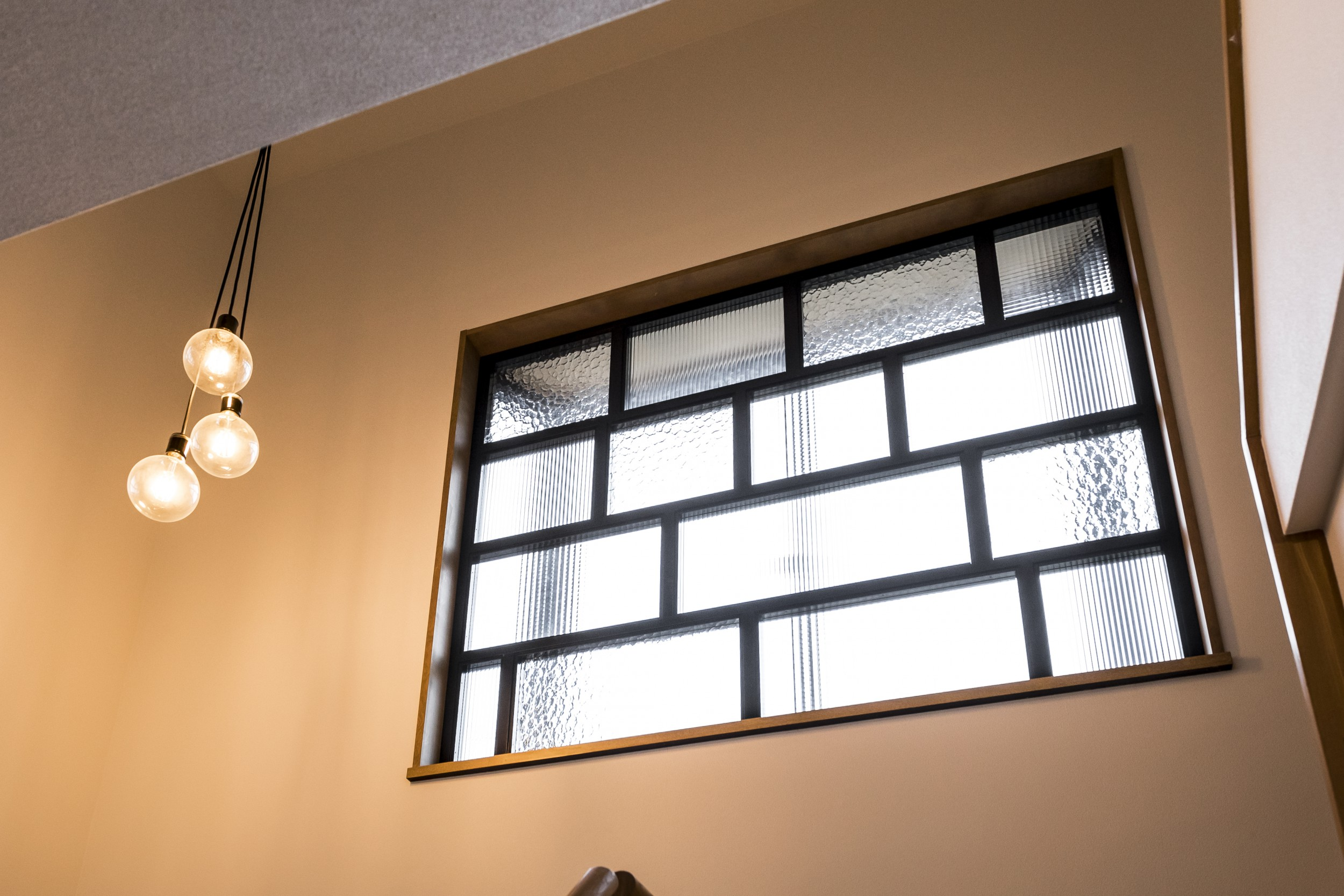 岐阜市H様邸のリノベーション事例のエントランスアンティークガラス