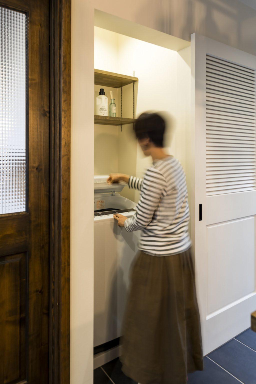 岐阜市H様邸のリノベーション事例のキッチン横の洗濯機