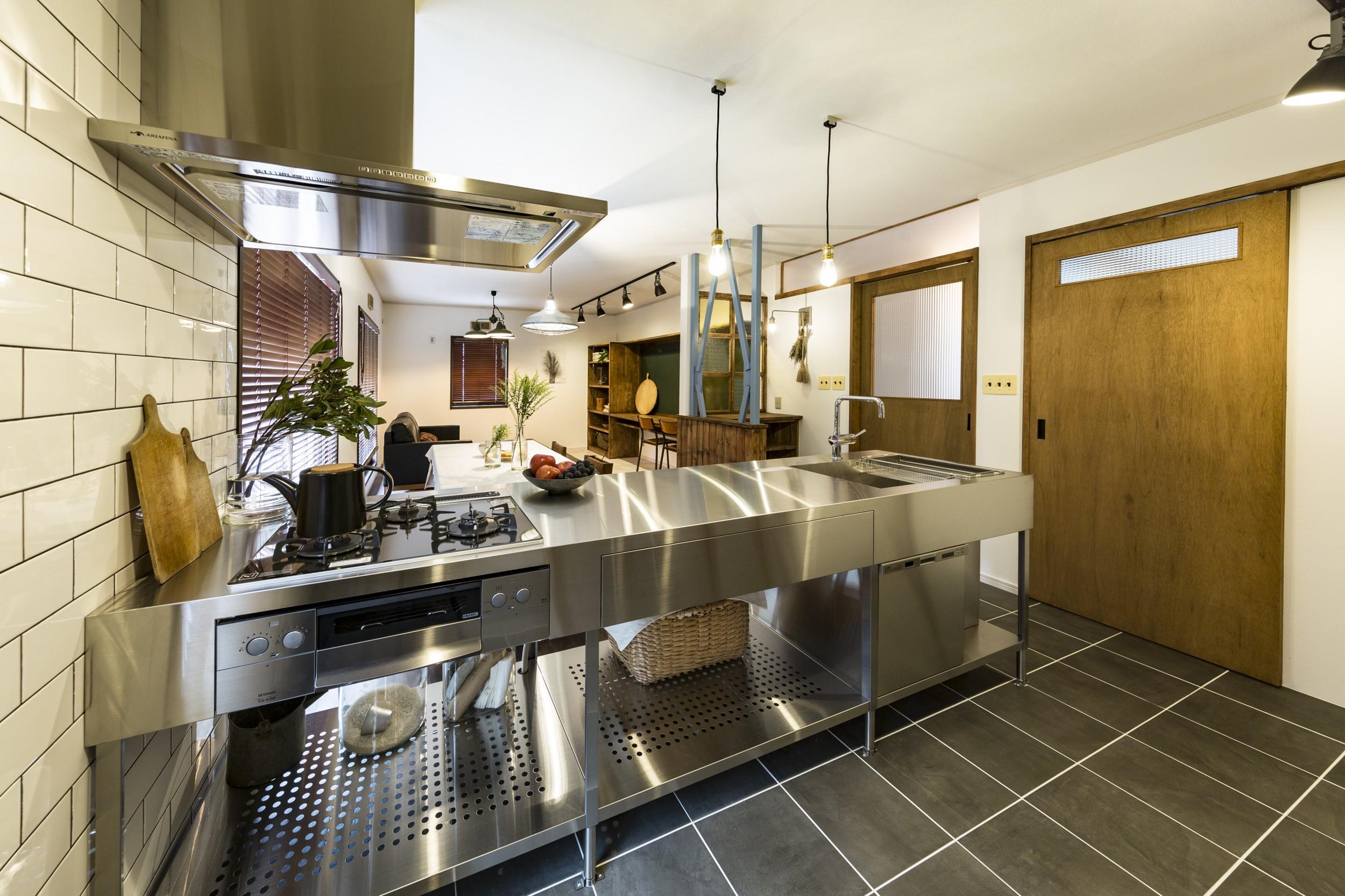 岐阜市二世帯住宅のステンレスオープンキッチン
