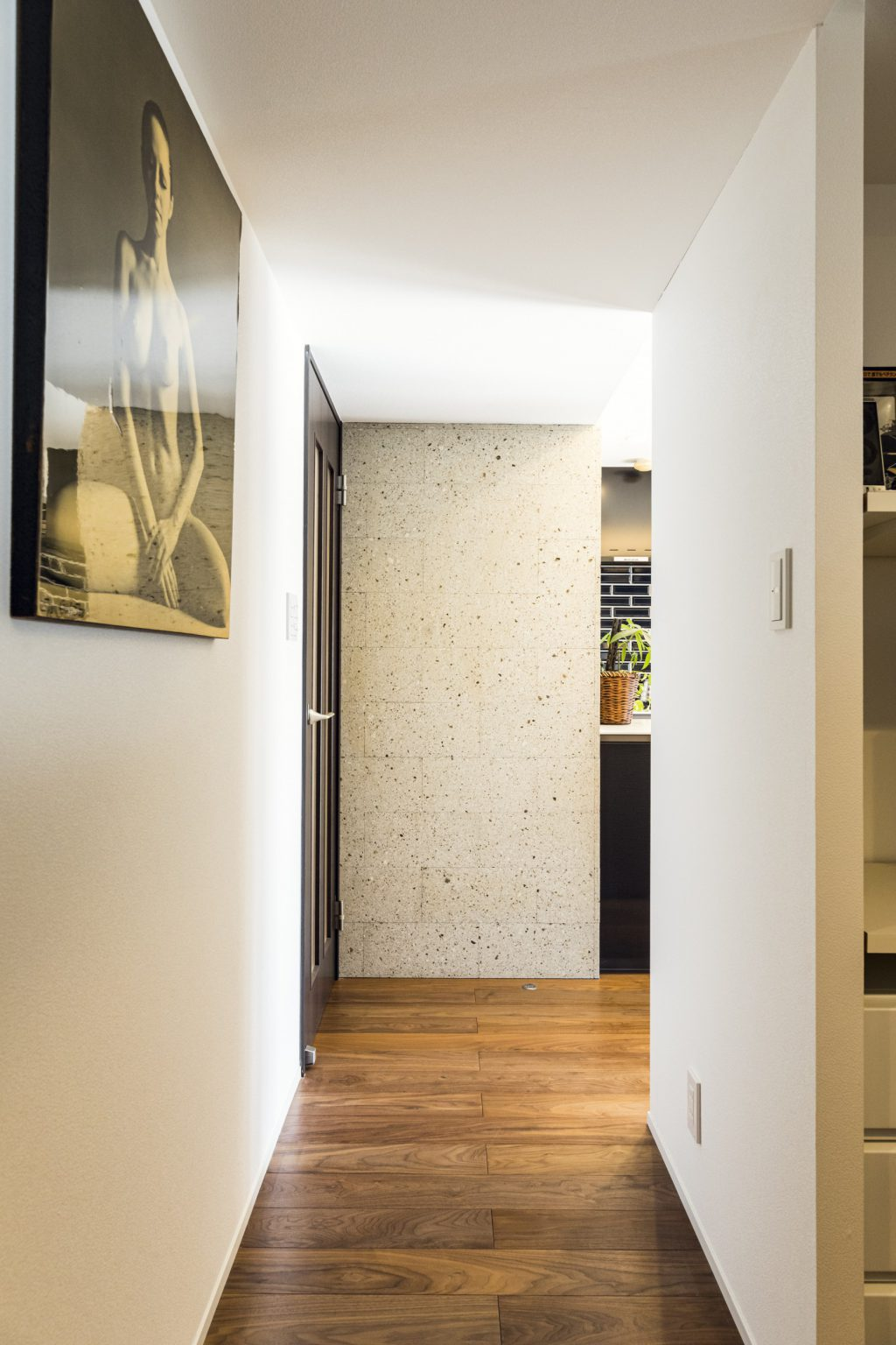 岐阜市の築20年のマンションリノベーション事例に使った大谷石