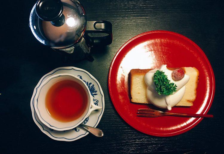 中山道木曽路奈良井宿の町並みにあるカフェ・こでまりさんのケーキ