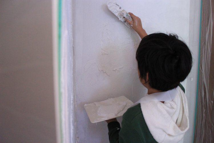 漆喰塗り体験とメリットと対処法
