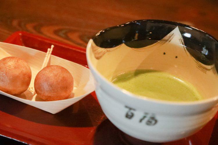 近江八幡にあるたねやさんのつぶら餅とお抹茶のセット