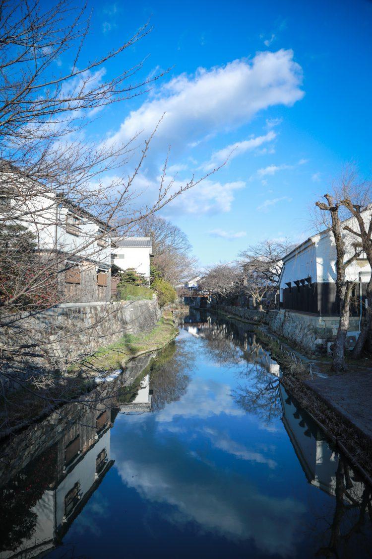 近江八幡の商人の町の八幡堀の風景