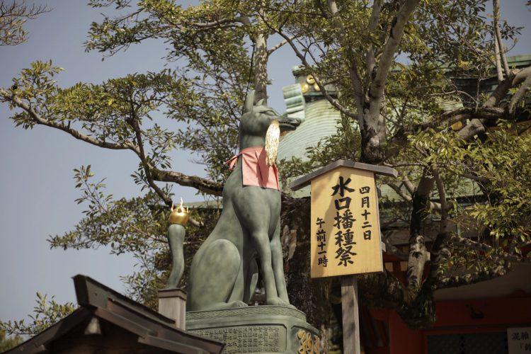 京都の伏見稲荷大社の狐2