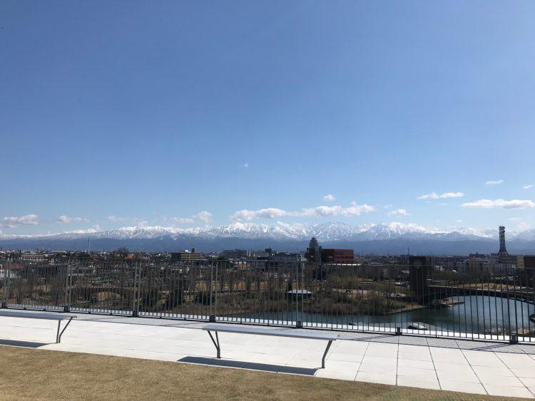 富山県美術館から眺める立山連峰