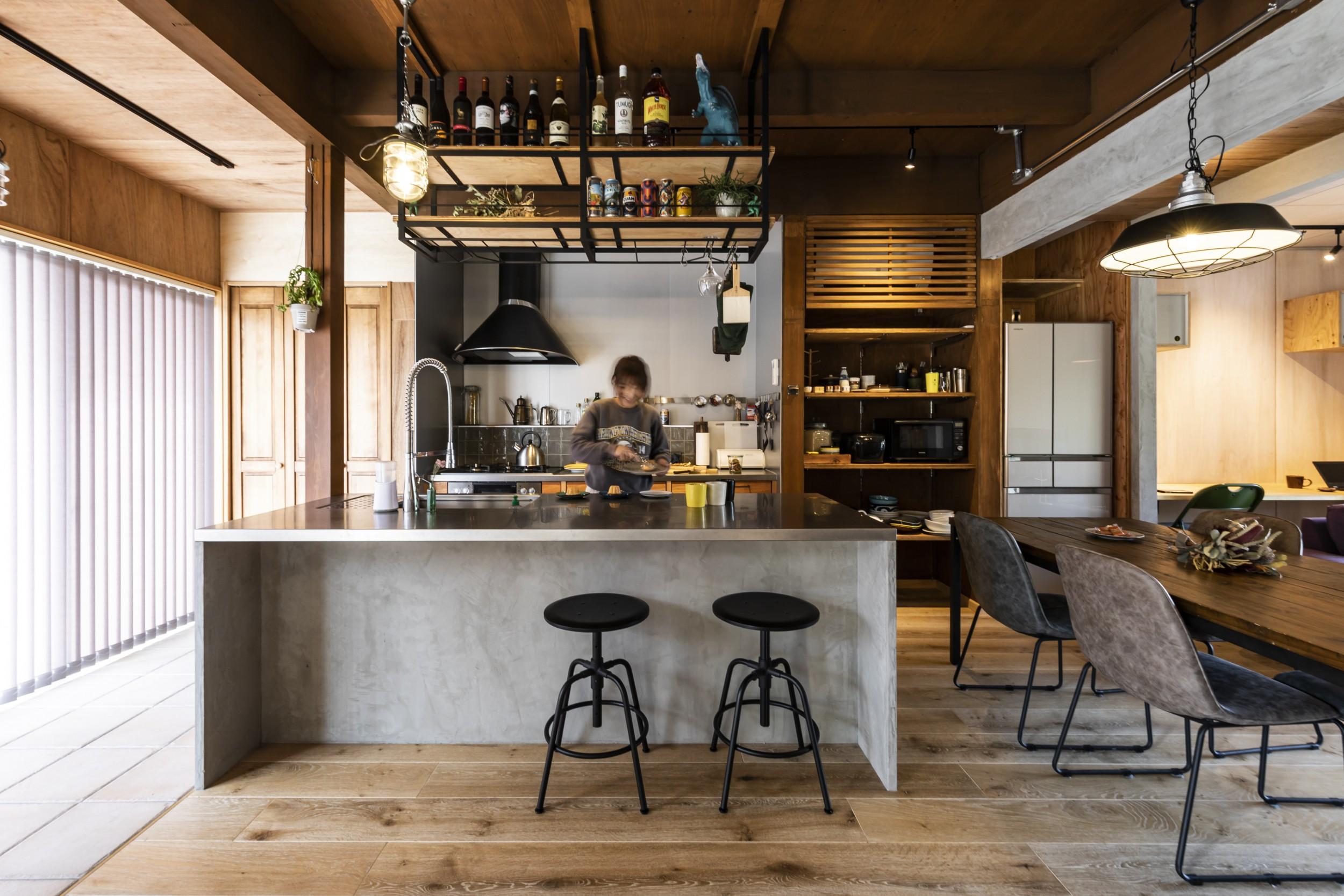 岐阜県土岐市戸建てリノベーション事例の特殊塗装をしたオーダーキッチン