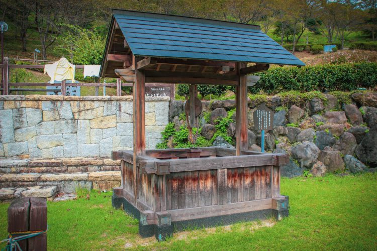 岐阜県可児市美濃金山城跡_蘭丸ふる里の森の井戸