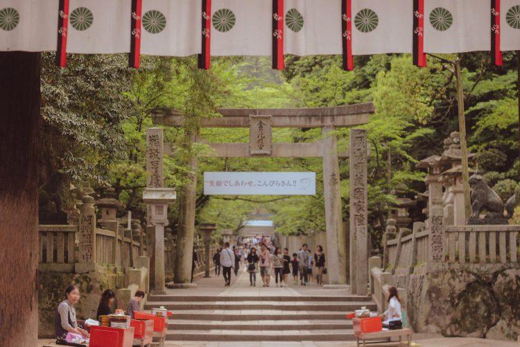 香川県の金刀比羅宮の加美代飴販売