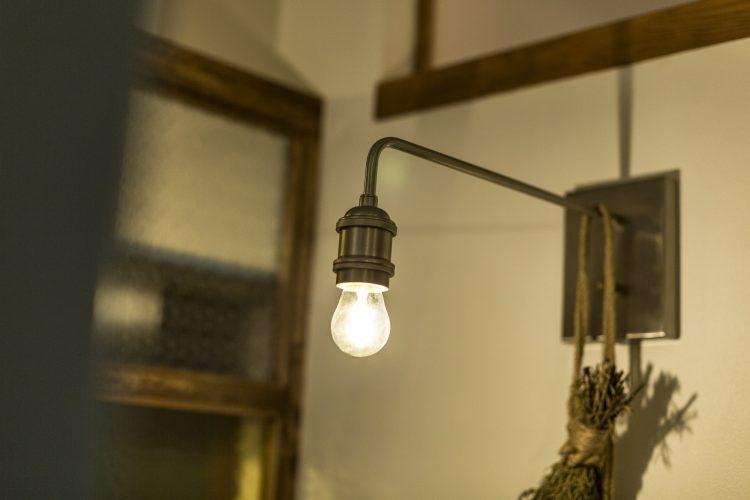 岐阜リノベーションのおしゃれな壁付持ち出しライト