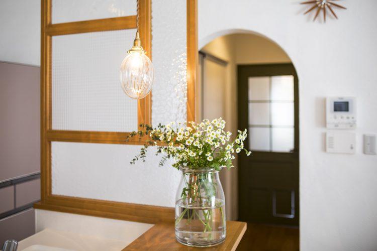 岐阜リノベーションのキッチンの室内窓