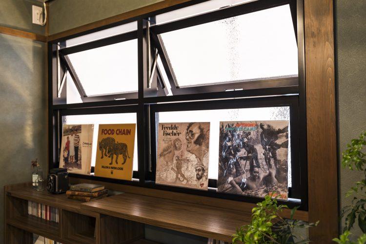 岐阜リノベーションの吹き抜けの室内窓