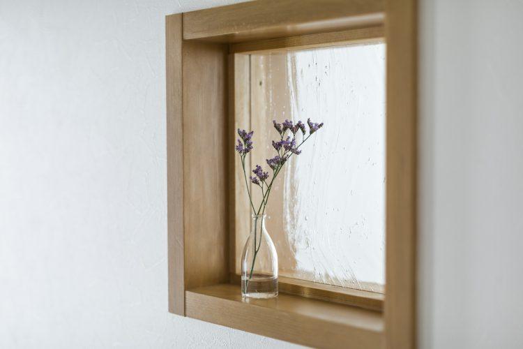 岐阜リノベーションの玄関の室内窓のニッチ