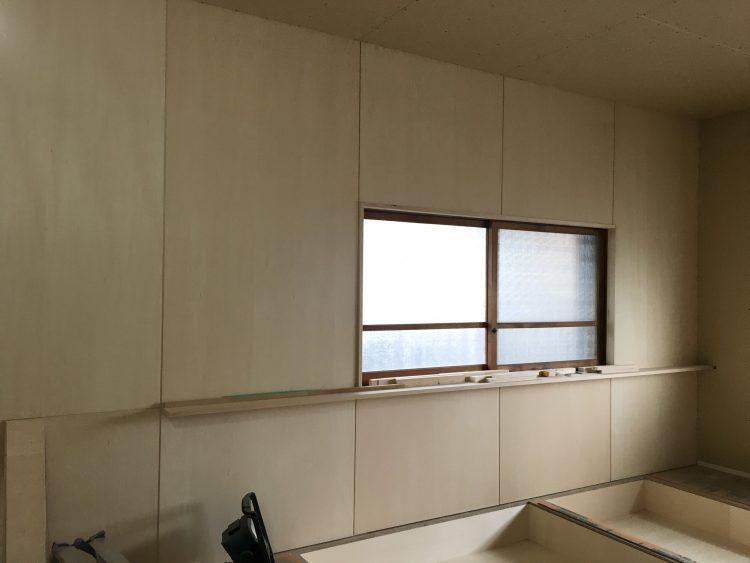 岐阜垂井町の平屋戸建てリノベの寝室のシナ合板