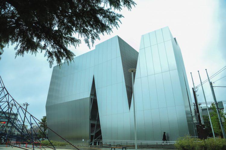 東京都墨田区にあるすみだ北斎美術館の外観