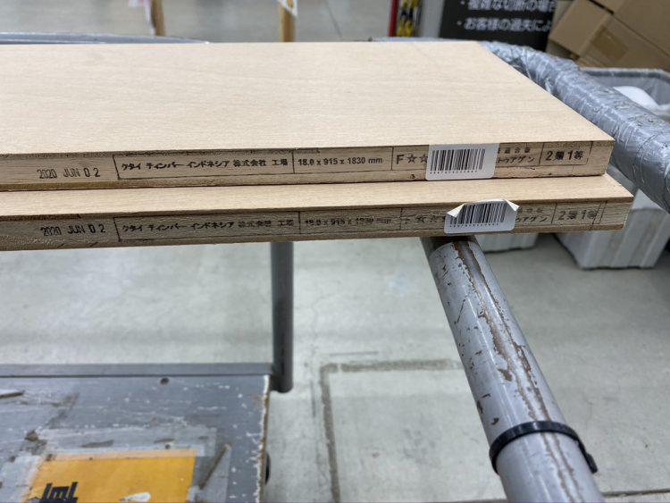 ホームセンターカーマ穂積店で木材をカットしてもらったラワンランバー材