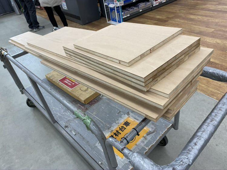 ホームセンターカーマ穂積店で木材をカットしてもらった木材