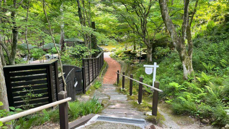 岐阜県瑞浪市にある自然に囲まれたカフェ・了庵(りょうあん)の小道